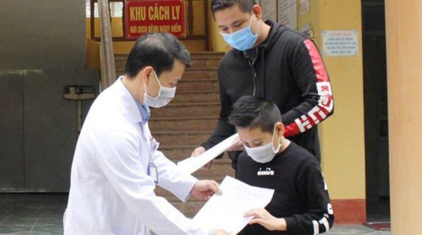 Bệnh viện huyện chữa khỏi bệnh Covid-19 cho cậu bé quốc tịch Anh