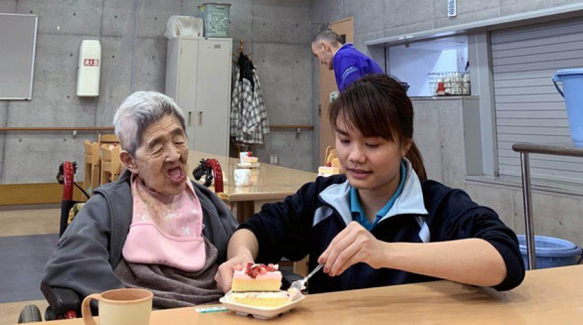 Nhật muốn nhận thêm hộ lý người Việt