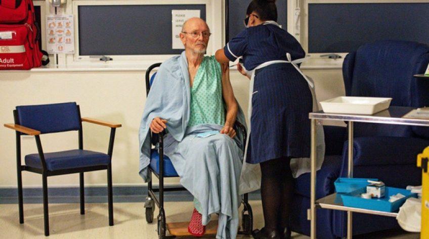 Người thứ hai ở Anh đã chết sau khi tiêm đầy đủ vắc xin COVID-19